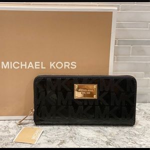 BRAND NEW Michael Kors black patent leather wallet